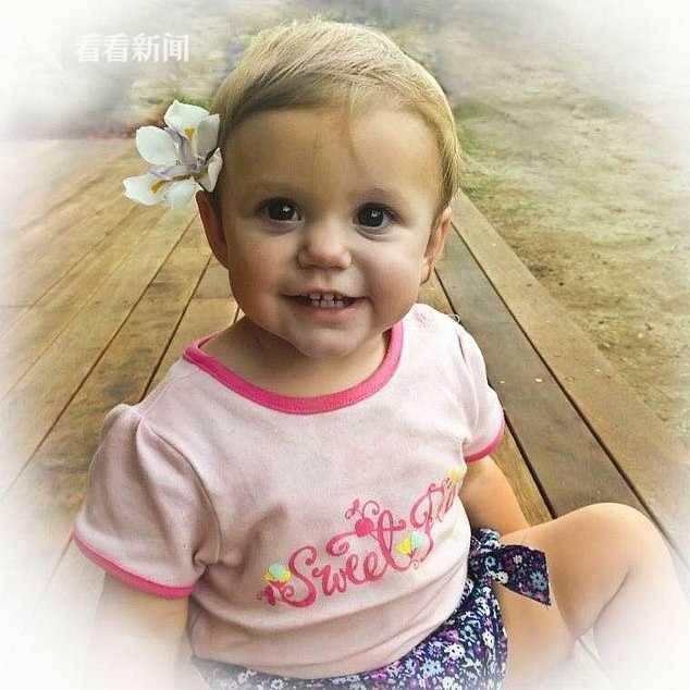 1岁的伊莎贝拉·里斯