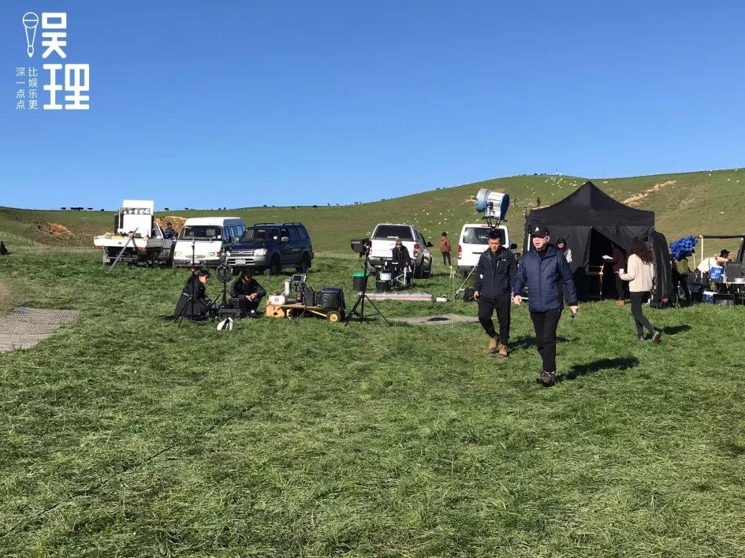 《只要芸知道》新西兰片场,冯小刚(拍照:杨晋亚)