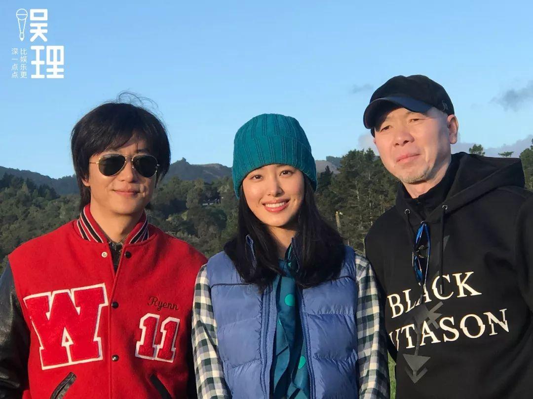 黄轩、杨采钰、冯小刚在《只要芸知道》新西兰片场(拍照:杨晋亚)