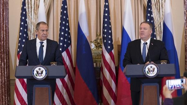 拉夫罗夫和蓬佩奥(图源:《莫斯科时报》)