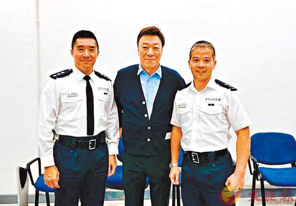 74歲香港藝人:想和警隊并肩作戰