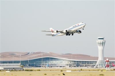 图① 9月25日,中国国际航空公司的CA9597次航班从北京大兴国际机场起飞。当日,北京大兴国际机场正式通航。新华社记者 鞠焕宗摄