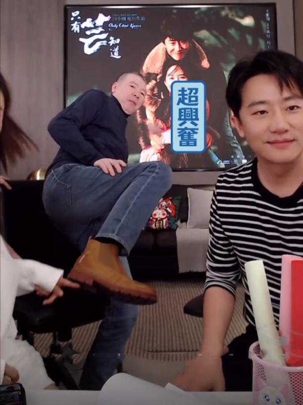 女演员送冯小刚牛仔裤,冯导特意买双鞋搭配,一圈人都猜不到价格