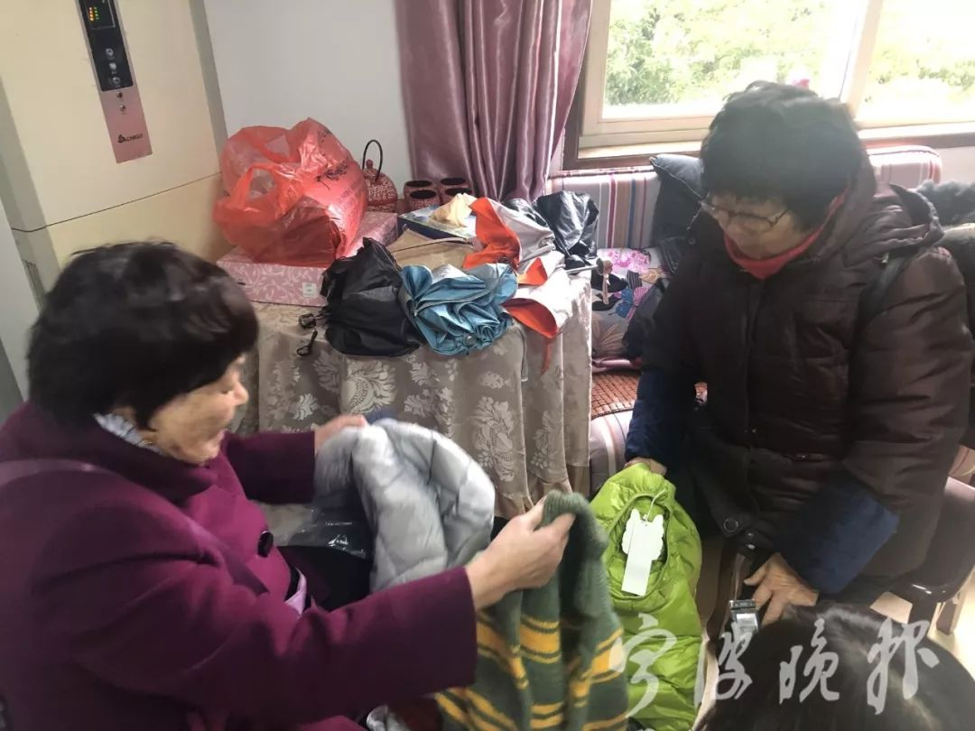 """�n翠菊:十五年毛衣不�x手,她被�Q�椤懊�衣奶奶"""""""