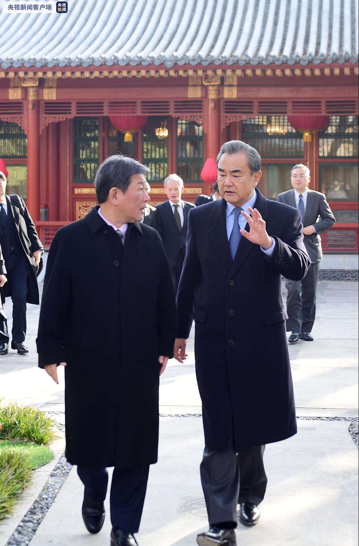 双方还就朝鲜半岛局势等共同关心的问题交换了意见。(央视记者 吴汶倩)