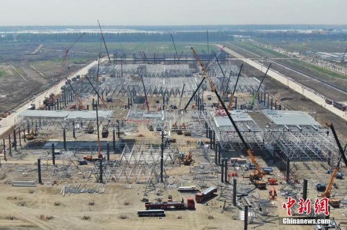 图为航拍特斯拉中国超级工厂。中新社记者 张亨伟 摄