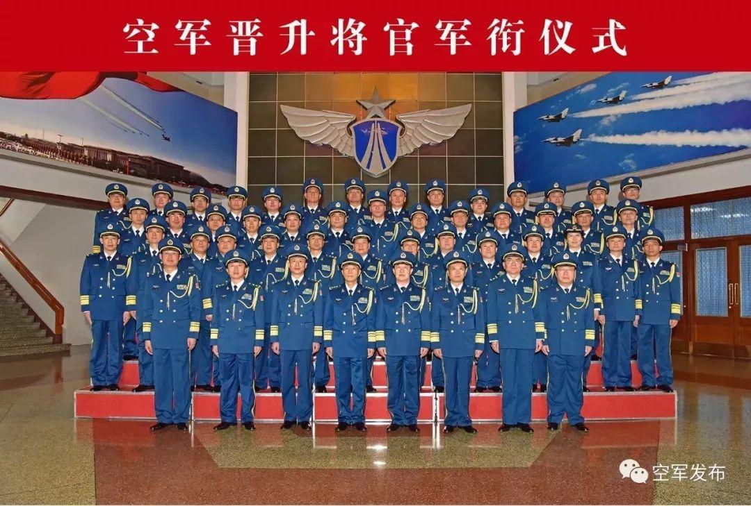 图为12月13日,空军举走晋升将官军衔仪式。