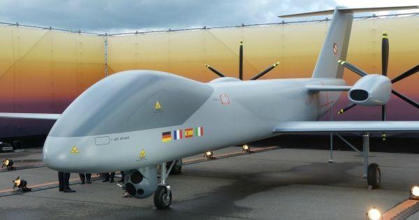 """资料图片:""""欧洲中空长航时无人机""""原型机地面展示。(北约组织官网)"""