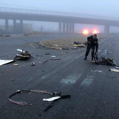 事故汽车残骸散落一地。(图:《每日邮报》)