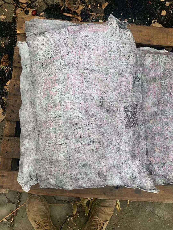 ▲死者那某事发前烧的煤。图片来自新京报网