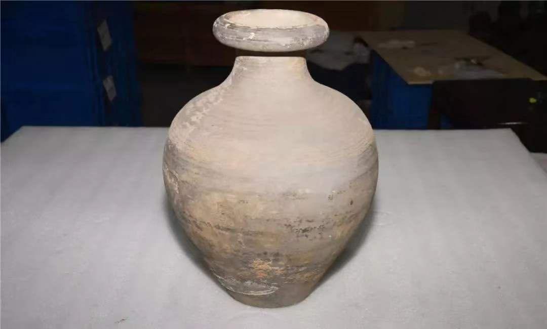 河北村民挖地基发现唐代墓穴 所有文物上交国家
