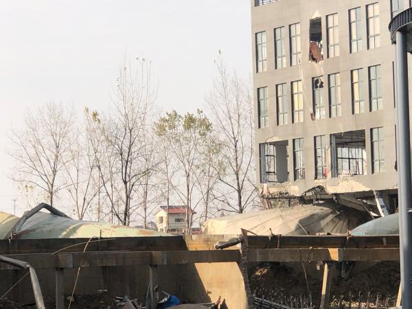 海宁浑水罐崩塌事故现场。澎湃信休记者 张刘涛 图