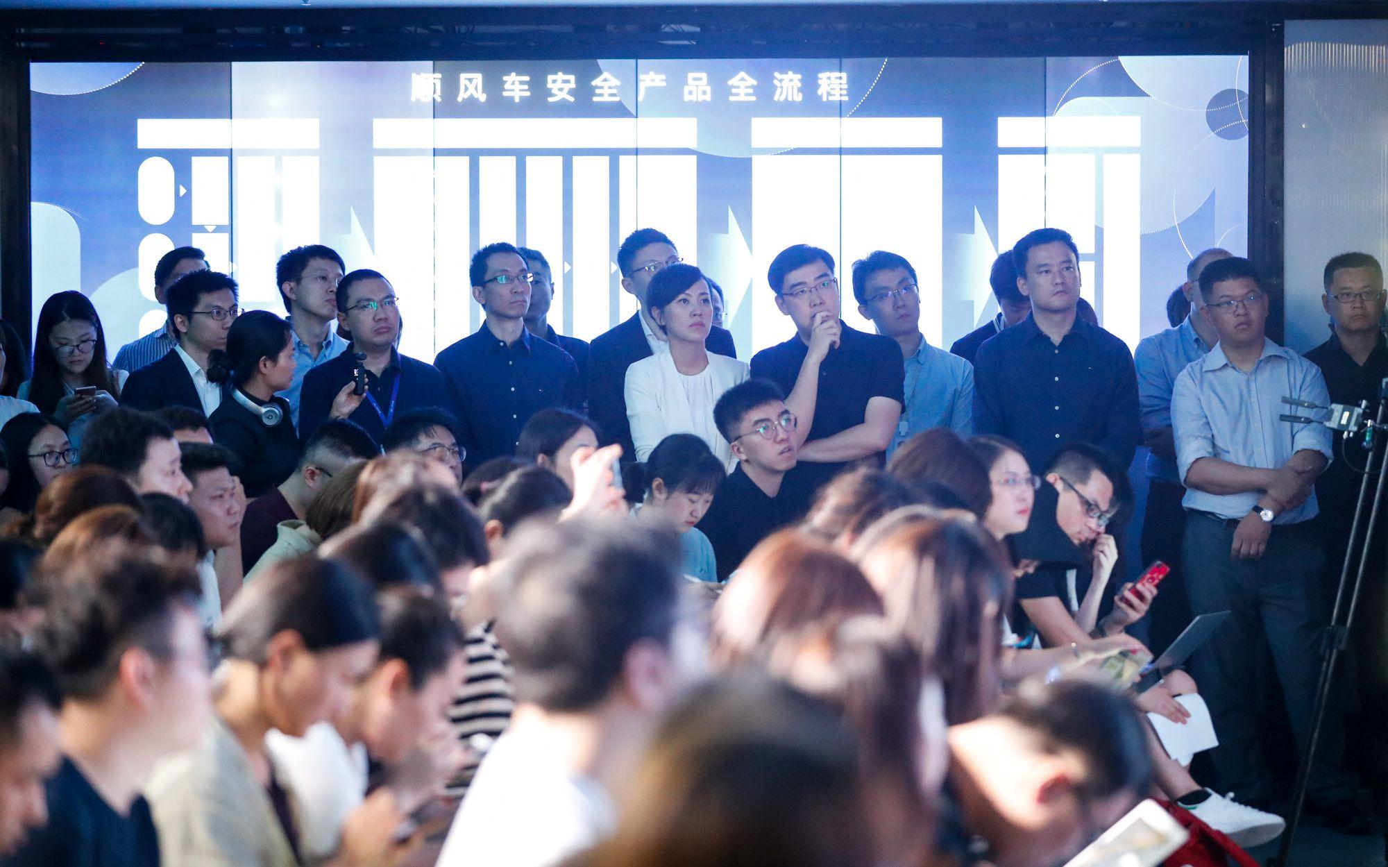 今年7月18日,滴滴顺风车媒体开放日上,滴滴出行创始人程维、总裁柳青,携滴滴几乎所有核心高管出席。受访者供图