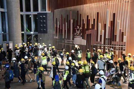 暴徒冲击香港立法会(图源:香港新闻网)