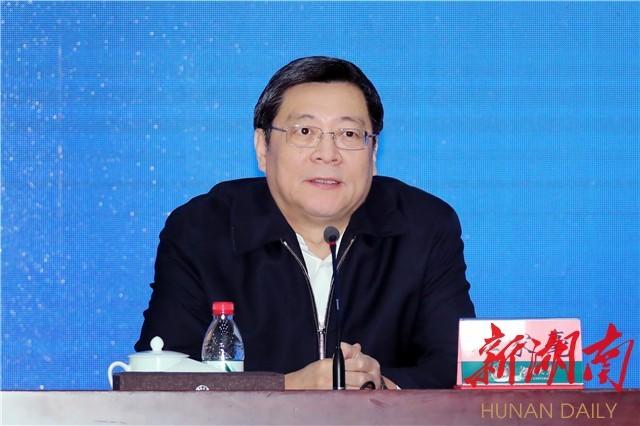 12月5日上午,湖南省委书记杜家毫在湖南大学大礼堂,为学校师生代表作思想政治理论课报告。 本文图片均为湖南日报记者 罗新国 摄