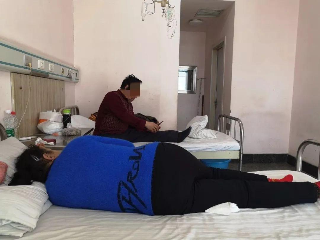 2019年1月23日,农垦总医院的一间布病病房里,两名老年布病患者正在午休。新京报记者 吴靖 摄