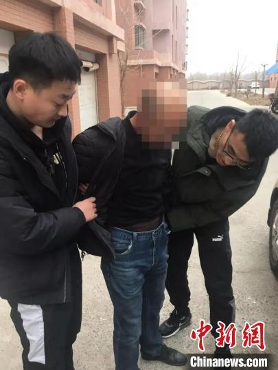小伙为父报仇捅人数刀 服刑期间逃跑34年终被抓