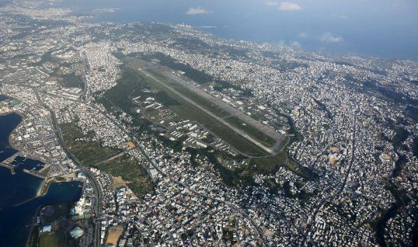 图为2015年10月拍摄的位于日本冲绳宜野湾市的驻日美军普天间基地。(新华社 美联社)