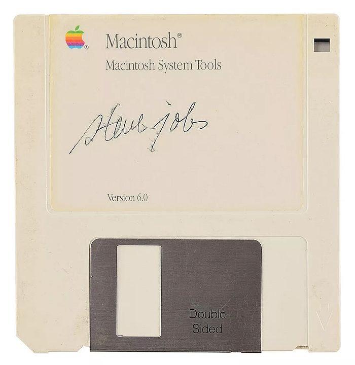 乔布斯签名软盘84115美元成交 相当于84部苹果iPhone 11!