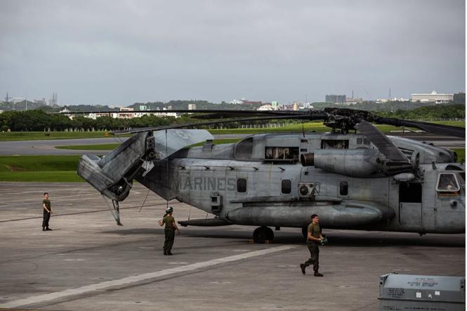 △2018年,美方工作人员在日本冲绳县普天间美军基地来源:《纽约时报》