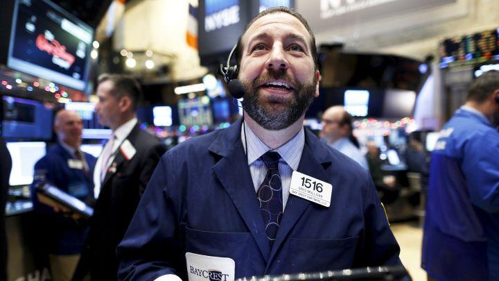 特斯拉大涨逾4%,纳指期货涨超1%!金价逼近2周新高
