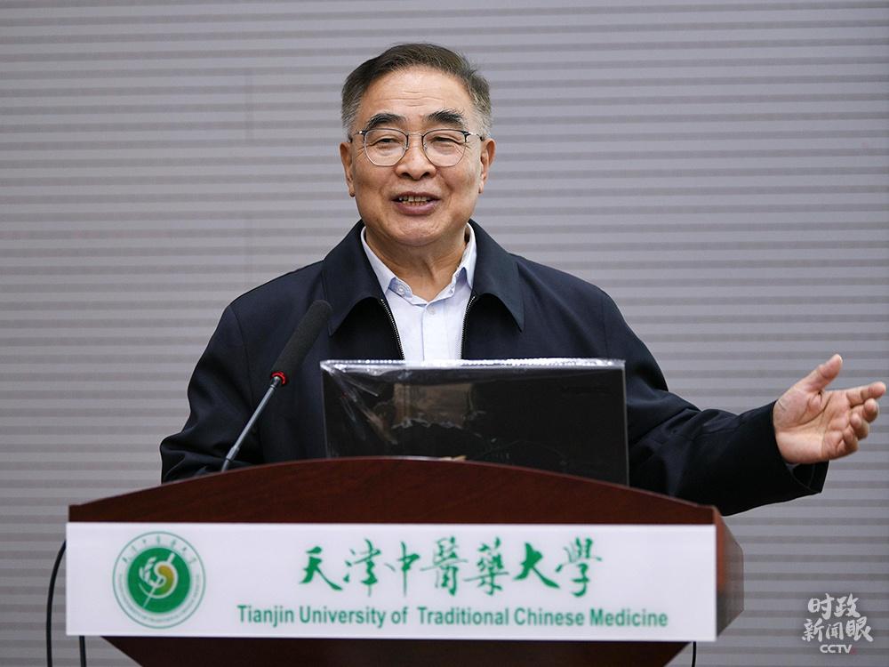 """△""""人民英雄""""国家荣誉称号获得者张伯礼近日在天津中医药大学作主旨演讲。"""