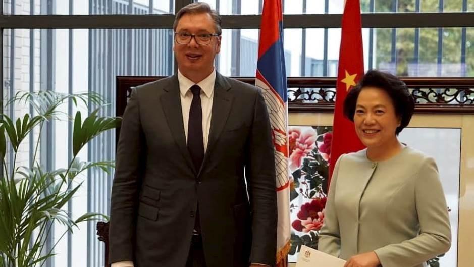 塞尔维亚总统武契奇等政府官员做客中国驻塞使馆,图自社交媒体