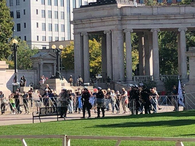 美国丹佛市中心抗议活动发生枪击事件,造成一人死亡