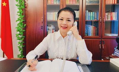 驻克罗地亚大使许尔文与克罗地亚萨格勒布大学校长博拉斯通电话