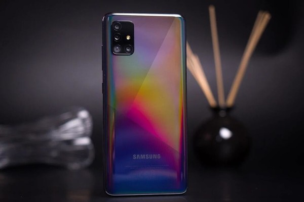 三星全新手机产品曝光 后置四摄将于今年12月发布