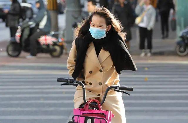 """降温剧烈将迎""""60年最冷寒冬""""?中国气象局辟谣"""