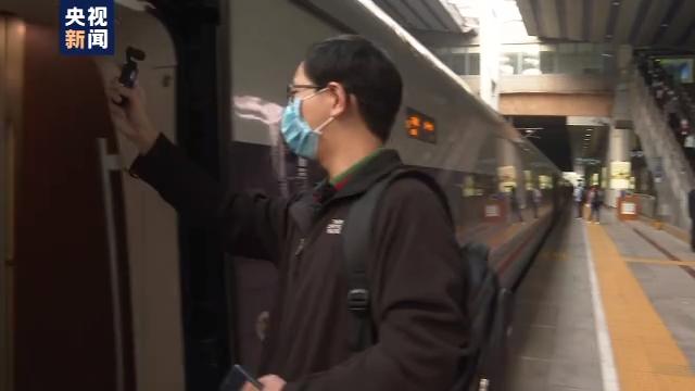 """坐着高铁看中国常晓峰:我的""""双城生活""""让患儿受益"""