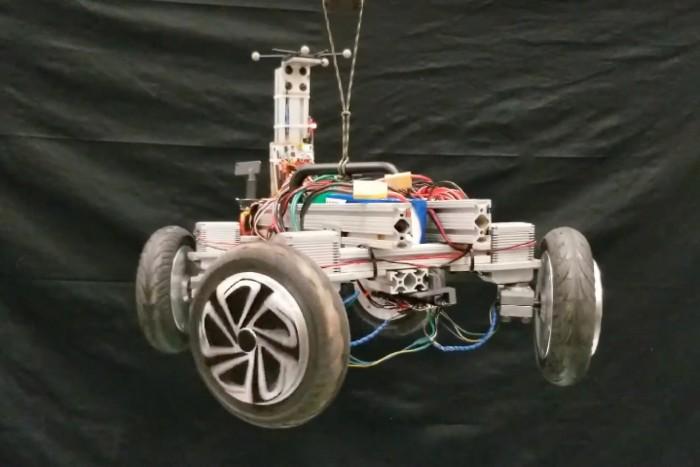 敏捷地面机器人可在救援现场快速部署