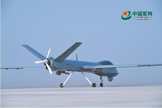 解放军无人机在飞走进展走滑走准备(原料图)