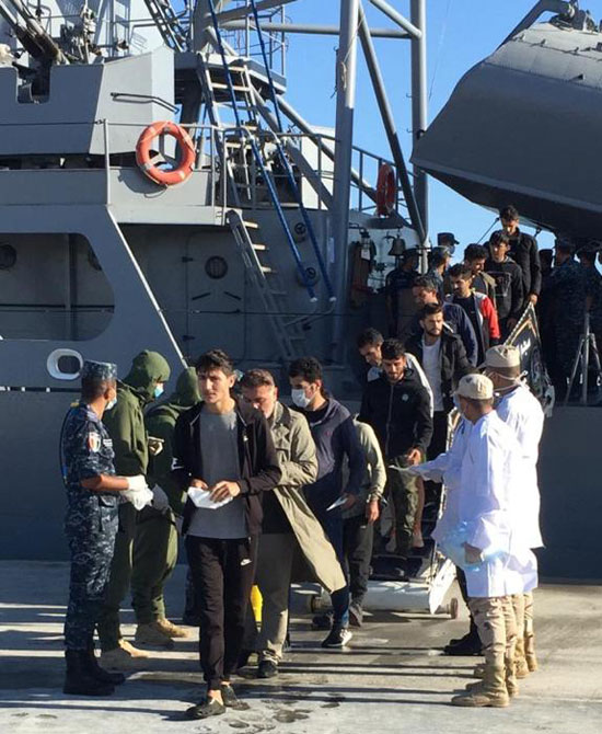 埃及海军成功救助一悬挂土耳其国旗船只