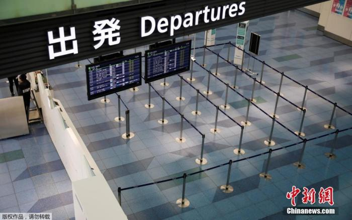 原料图:疫情期间的日本东京羽田机场,起程大厅空无一人。