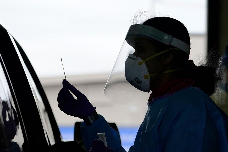 10月份美国27州日新增新冠肺炎确诊病例数破纪录