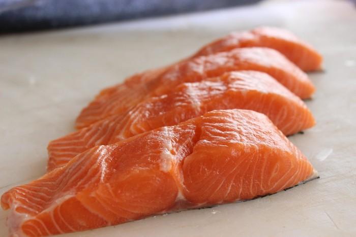 研究称鱼类和核桃中发现的两种化合物或有助于保护心脏健康