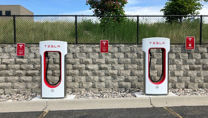 充电桩行业转型在即:仍存大量缺口 宁德时代、蚂蚁金服等巨头入局
