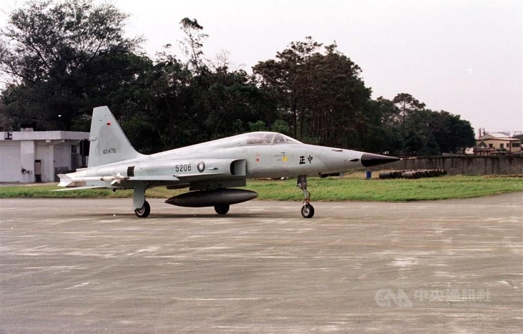 台军战机训练时坠海飞行员身亡 系近5年第5起坠机