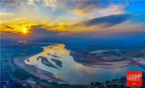 千百年来,奔腾不息的黄河,哺育着中华民族,孕育了中华文明。九月的黄河,在晨曦的映射下显得格外静谧。(河南省郑州市纪委监委供?穆伟伟 摄)