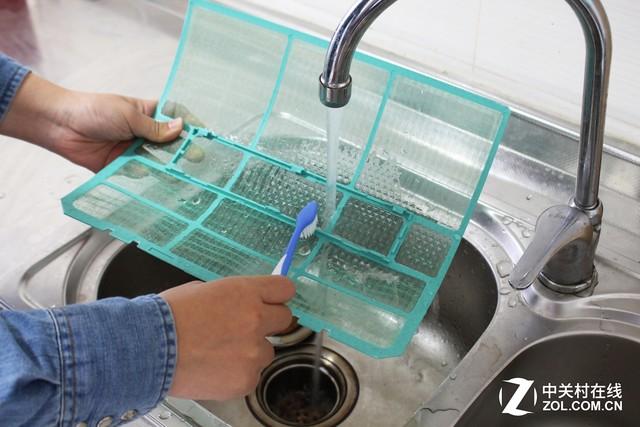 清洗空调滤网