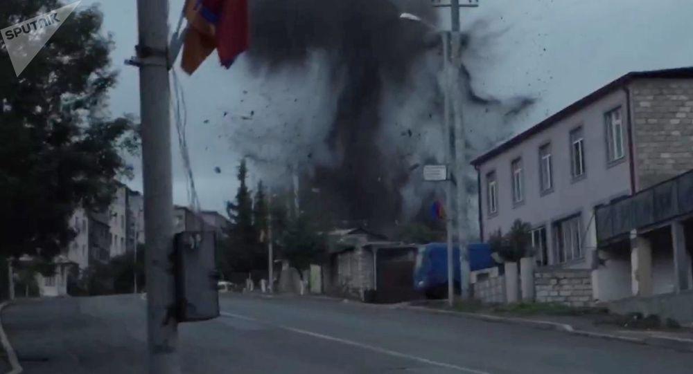 阿塞拜疆纳卡首府传出八声爆炸声 或遭到炮弹攻击