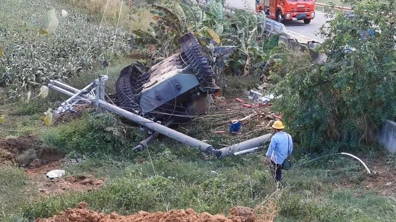 台军美制坦克撞电线杆1死1伤 蔡英文回了句:买新的