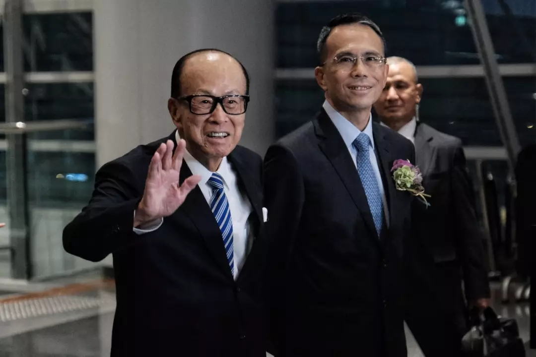 李嘉诚父子现身 公开谈香港局势及在内地投资