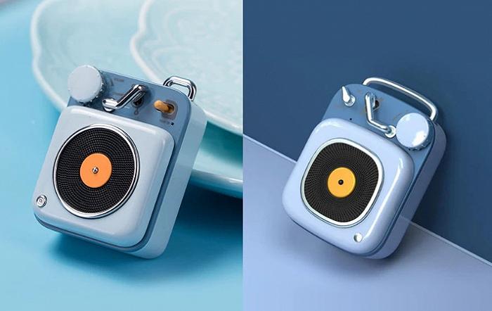 左为猫王原子唱机,右为中电微HM20蓝牙音箱