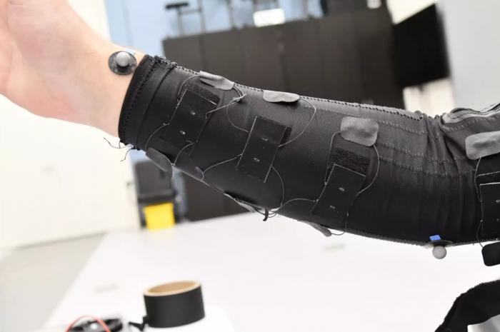 超灵敏智能纺织品传感器具有极强的弹性