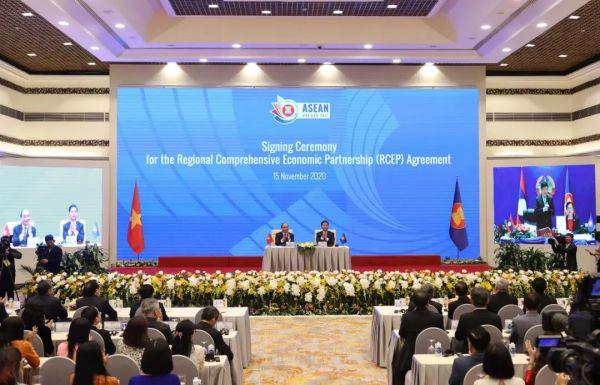 这是11月15日在越南首都河内拍摄的区域周详经济友人相关协定(RCEP)签定仪式现场。(新华社/越通社)