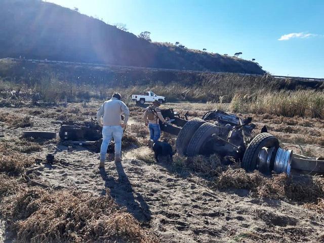 △11月16日,爆炸事故残骸散落高速公路附近
