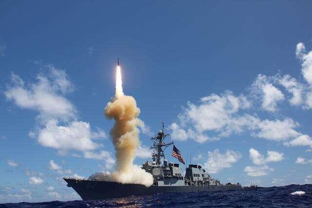 美军首次从军舰上发射拦截弹 成功拦截洲际弹道导弹
